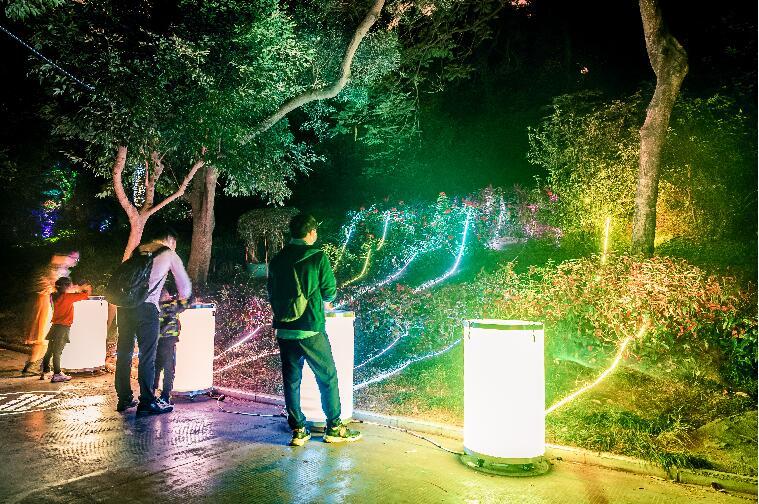 深圳欢乐谷推出特色夜游产品,5D奇幻光影森林打造鹏城夜惊喜