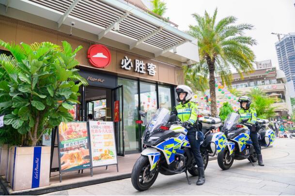 你好,必胜女神!深圳必胜客为女骑警庆祝女神节!