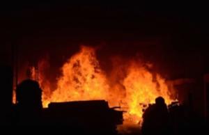 孟加拉国果汁厂大火致52死 烈焰滚滚 有人跳楼求生