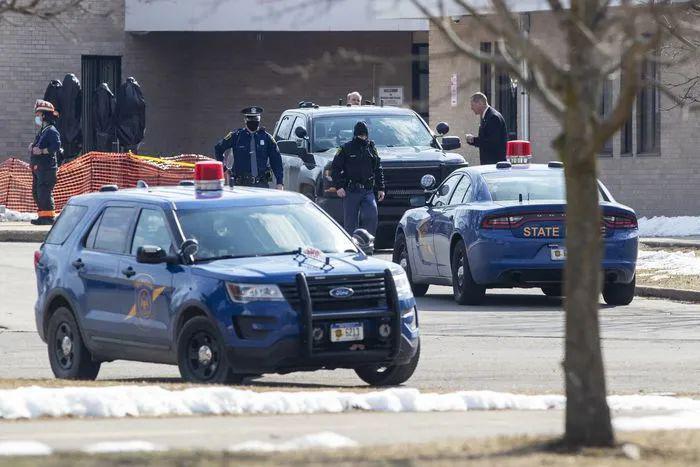 美国高中生教室引爆自制炸药 全县所有学校遭封锁