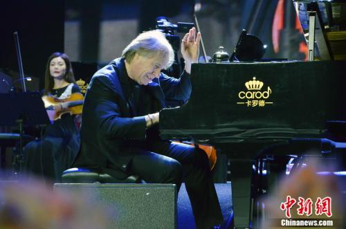 """""""钢琴王子""""克莱德曼对中国的变化非常崇敬"""